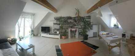 Wunderschöne 2-Zimmer-DG-Wohnung mit Balkon in Bruchköbel