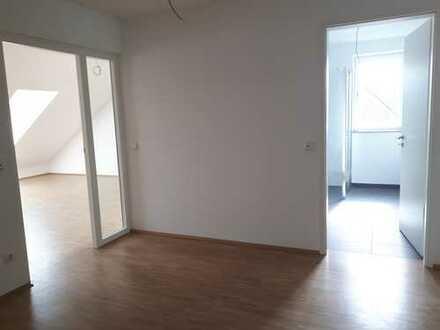 Neuwertige und geräumige 2-Zimmer-Dachgeschosswohnung in