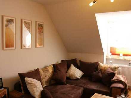 Sanierte Wohnung, Tageslichtbad, stilvoller Ausstattung, Holzdielen, EBK, ...