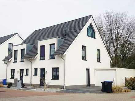 Gemütliche Doppelhaushälfte auf schönem Baugrundstück in Südlage! Direkte Uni-Nähe!