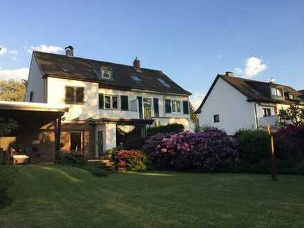 Charmantes Einfamilienhaus mit Gartenparadies am Königsforst in Köln-Rath