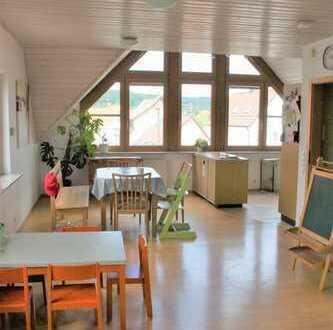Helle 4,5-Zimmer-DG-Wohnung mit Balkon in Kirchheim-Jesingen