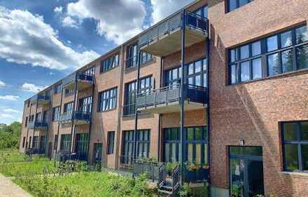 Attraktive Wohnung im Grünen: Sonnig mit großem Balkon und Stellplatz