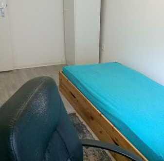 Exklusive 1-Zimmer in einem 3-Zimmer Wohnung mit EBK in Karlsruhe
