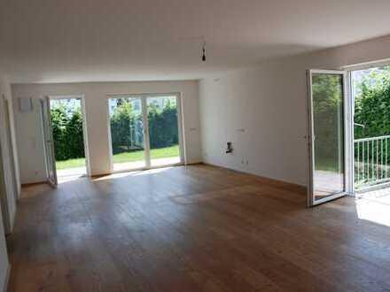 Neuwertige 5-Zimmer-Wohnung (EG) mit Hobbyraum im KG, Garten und Terasse in Prien