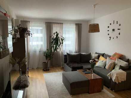 Stilvolle, neuwertige 2-Zimmer-Wohnung mit Balkon und EBK in Augsburg