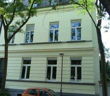 Sehr schöne große und preiswerte, modernisierte 3,5-Zimmer-Wohnung mit Balkon in Duisburg Ruhrort