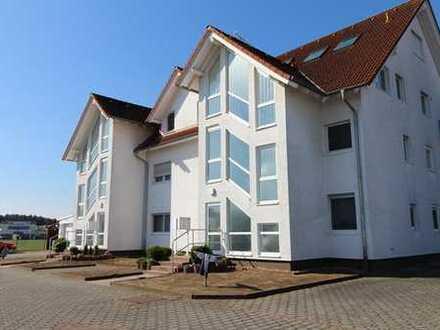 WRS Immobilien - Maisonette-Wohnung mit großer Dachterrasse in Babenhausen mit Pkw-Stellplatz