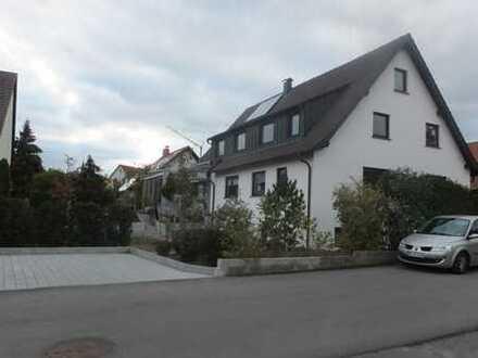 Helle 4,5-Zimmer-Wohnung mit Balkon und Einbauküche in Mühlacker-Lomersheim