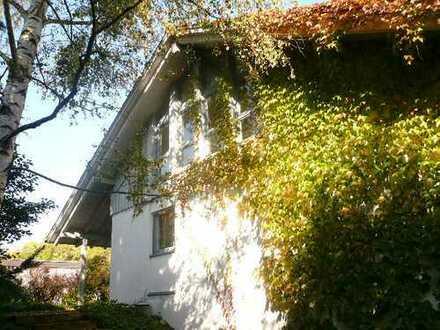 Freundliche 2,5-Zimmer-Dachgeschosswohnung mit Balkon und EBK in Leutkirch