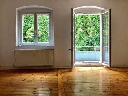 Schöne, helle und geräumige 3,5-Zimmer-Wohnung mit Dielenboden und Balkon in Berlin-Weißensee