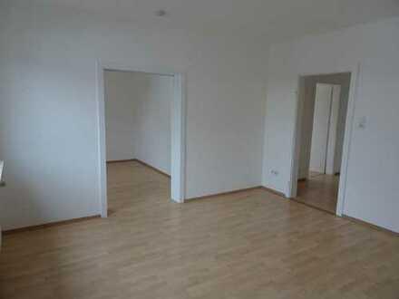 Dreieich-Götzenhain: Schöne und helle 4,5 Zimmer-Wohnung auf zwei Etagen in ruhiger Lage