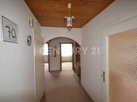 Großzügige 5 Zimmer Dachgechosswohnung