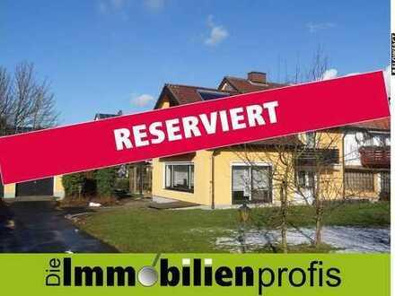 TOP-gepflegte Doppelhaushälfte mit 2 Garagen in Arzberg