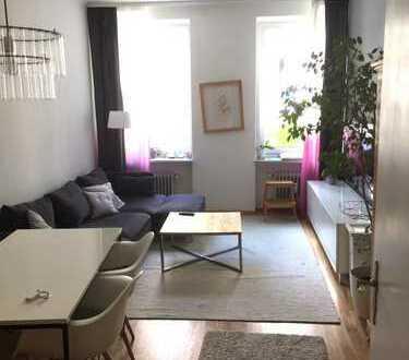 Helle 3-Zi.-Wohnung, Küche, Bad - Zentrale aber ruhige Lage - EBK, Parkett