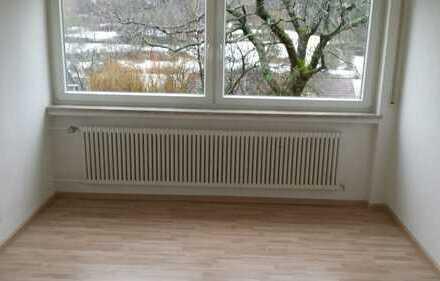 Sonnige 2-Zimmer-Erdgeschosswohnung mit Terasse und Einbauküche in Aidlingen- Deufringen
