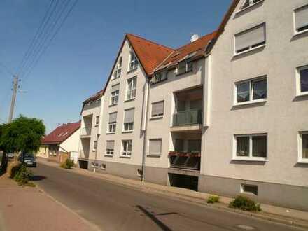 3x3-Zi., Kü.,Balkon, Bad, Keller, Stellplatz, Kaltm. von 415-445€ von 86-98 qm frei neu renoviert