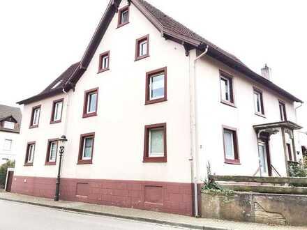 6,9 % Rendite - schon vermietet! Zentral in Müllheim! Haus mit Charm! 11 Zimmer!