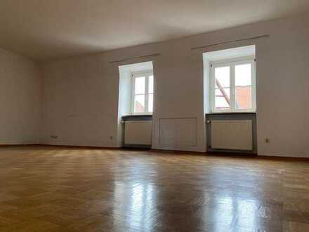 Gepflegte Wohnung mit fünf Zimmern und Balkon in Miltenberg (Stadt)