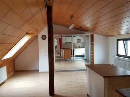 Ansprechende 2-Zimmer-DG-Studiowohnung mit Balkon und EBK in Offenburg