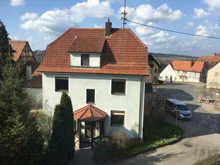 Erstbezug nach Sanierung mit Balkon: freundliche 3-Zimmer-Wohnung in Külsheim