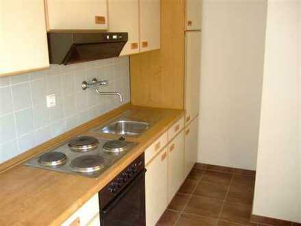 Komplett renovierte 1-Zimmer-Wohnung mit Balkon und Einbauküche in ruhiger Lage!