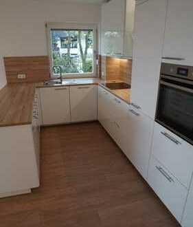 Wunderschöne 4-Zimmer-Wohnung mit Balkon und neuer EBK, Erstbezug nach Kernsanierung!