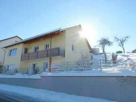 Helle Wohnung (4ZKB) mit EBK in modernisiertem 2-Fam.-Haus mit Balkon,Terrasse, Garten, Doppelgarage