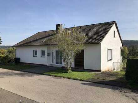 Sanierungsbedürftiges Einfamilienhaus mit Einliegerwohnung