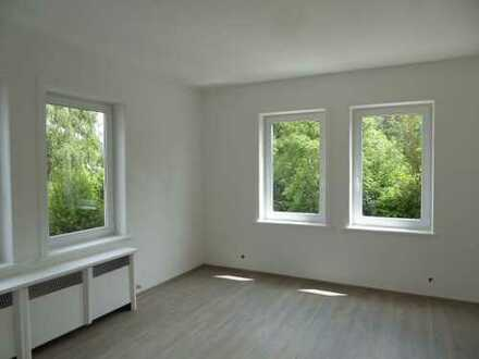 Neu renovierte 3-Raum Wohnung mit 2 Bädern!