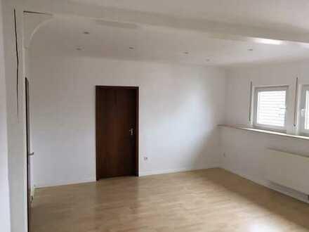 Schöne 3 Zimmer-Wohnung in der Nähe von Klinikum und Mall