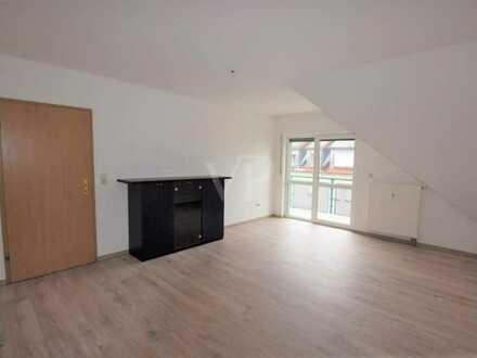 Großzügige 2-Zimmer-Wohnung mit Balkon zur Südseite und Carport