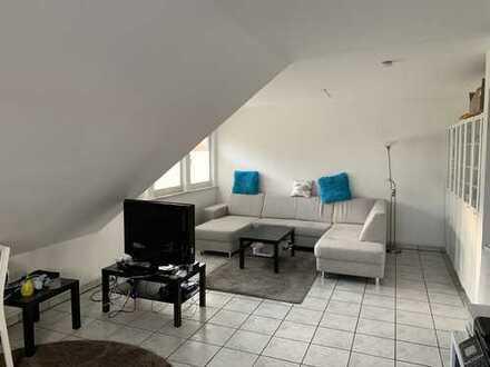 Gepflegte DG-Wohnung mit zwei Zimmern und Einbauküche in Lissendorf