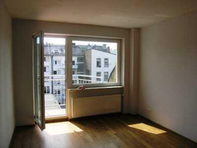 ruhige Wohnlage, gepflegtes Haus , 3 Zimmer , Einbauküche, keine WG