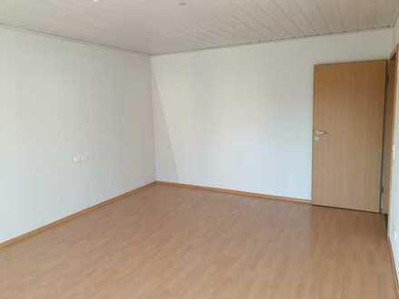 Gepflegte 5-Zimmer-Wohnung mit Balkon und EBK in Heilbronn (Kreis)