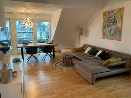 Exklusive und neuwertige 2,5-Zimmer-DG-Wohnung mit Balkon und EBK in Pulheim