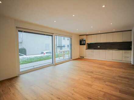 Erstbezug nach Sanierung! 2 Zimmer EG Wohnung: EBK, Terrasse, Garten, SP und Keller in Ludwigshafen!
