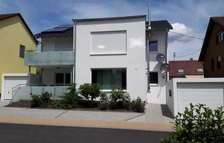 Modernes Zweifamilienhaus in zentraler Lage