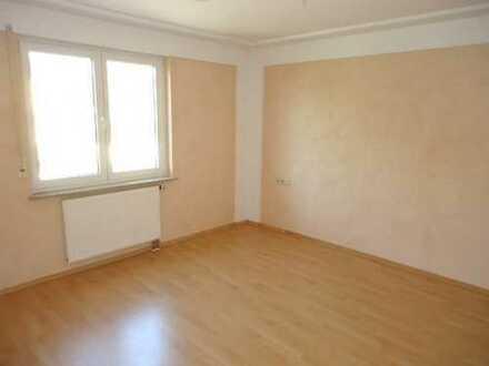Schöne zwei Zimmer Wohnung in kleiner Einheit und in ruhiger Lage in Herrenberg-Kayh