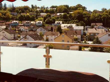 *Provisionsfrei* Stilvolle, modernisierte 4-Zimmer-DG-Wohnung mit Balkon und EBK in Möckmühl