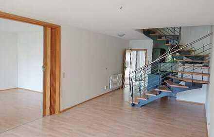 Ideal gelegene und renovierte 3-Zimmer-Wohnung mit Terrasse und EBK im Zentrum von Brandenburg/H.