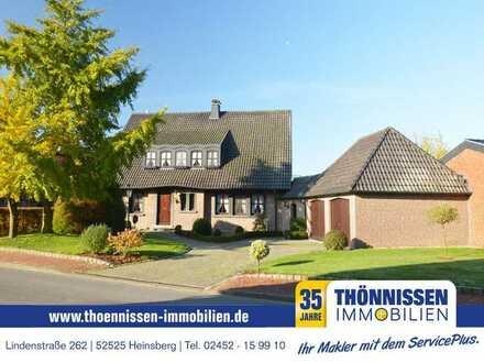 Großzügiges Einfamilienhaus mit Doppelgarage und eigenem Garten