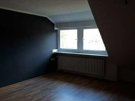 Großzügige 3-Zimmer Wohnung im Dachgeschoss!
