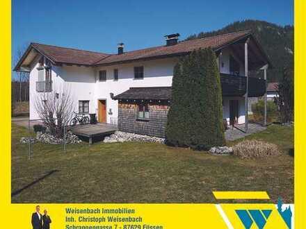 Einmalig gelegenes Zweifamilienhaus in ruhiger und sonniger Ortsrandlage mit Panoramablick