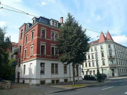 Schöne Wohnung im solide sanierten Einzeldenkmal