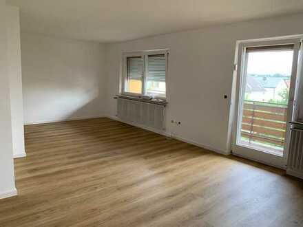 Sanierte 3-Raum-Wohnung mit Balkon und Einbauküche in Kürnach