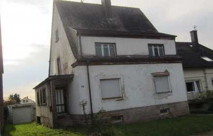 Freistehendes Einfamilienhaus in Fehrbach, renovierungsbedürftig