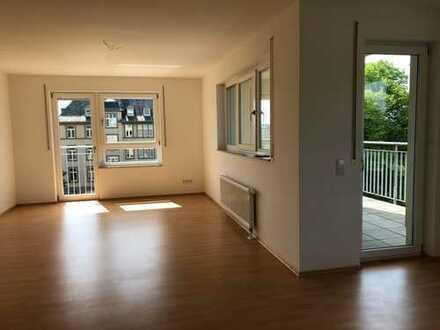 Radfahren in den Niddawiesen - 4-Zimmer-Wohnung mit Balkon