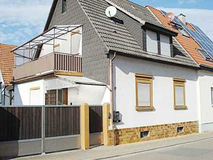 Älteres Einfamilienhaus mit Scheune und großem Grundstück! Weitere Wohnbebauung möglich!