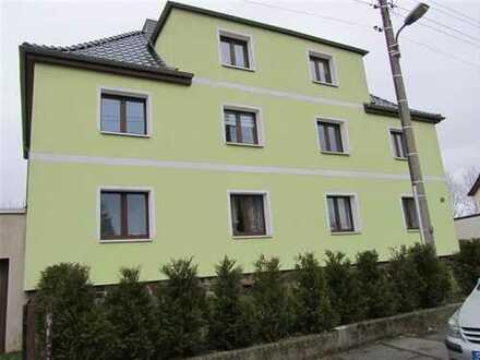 Kleine Wohnung im 1. OG mit Stellplatz und Garage